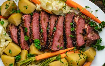 Oksesteg, kartofler og spidskålssalat
