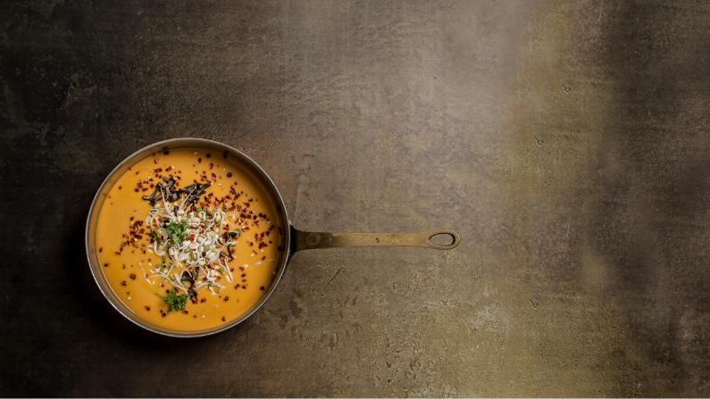 Spicy suppe med kokosmælk